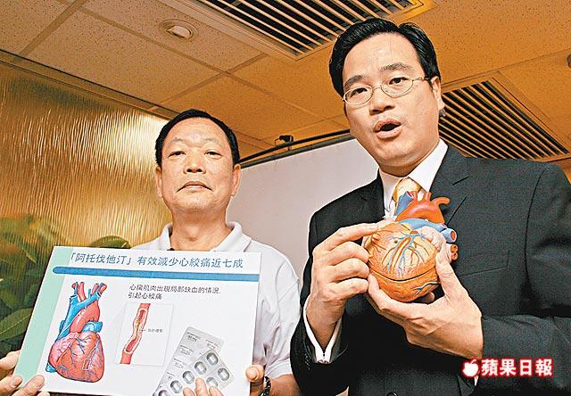 曾患冠心病的何先生(左)稱,手術前心臟血管九成收窄。醫生黃品立(右)表示,冠心病人要保持情緒穩定。