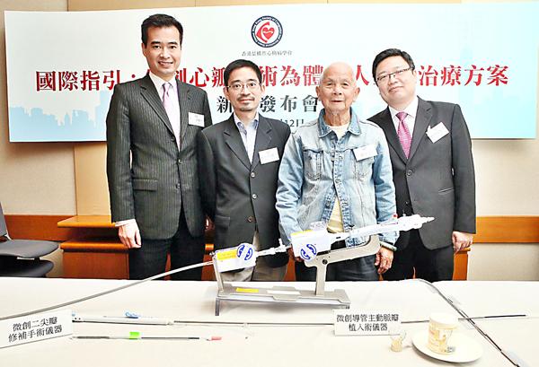 林逸賢(右一)表示,微創手術存活率與傳統方法無異..