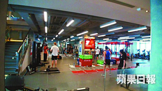 ■健身中心Fitness First位於觀塘的分店,昨日仍照常營業。
