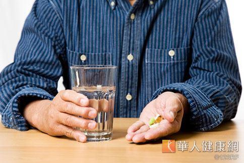 服用消炎止痛藥及傳統抗凝血藥物,容易產生藥物交互副作用,千萬不可小覷。
