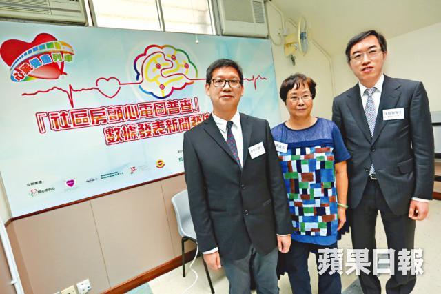 ■馬女士(中)4年半前因心房顫動中風,陳藝賢醫生(右)指服用薄血藥有助減低中風危機。