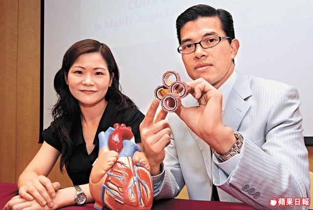 余卓文(右)指, D型性格的冠心病患者會因情緒問題令血管栓塞問題惡化,導致病發的風險較高。孔慶初攝