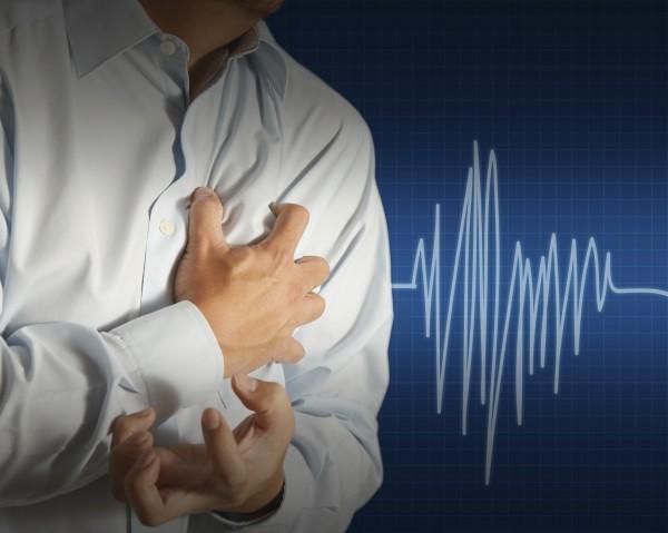 病人如胸口劇痛,應立刻求醫