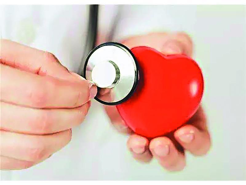 AED在電擊前會讀取心律跳動。