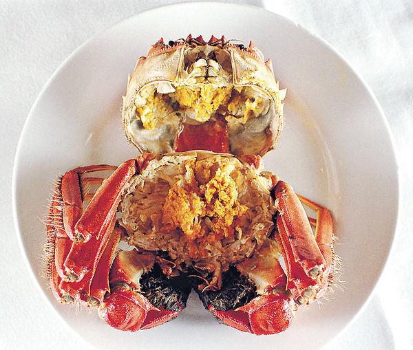 大閘蟹向來是秋季大熱食品,近年不少人為健康忍口減吃。(iStock)