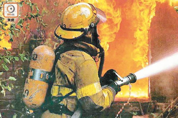 研究指,消防員長期處於高溫環境中,會增加心臟病發風險。(資料圖片)