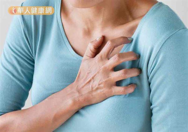 過去針對早年先天性心臟病問題,唯一的治療方式只有「敞開心胸」的「開心手術」。但手術後留下的一長條手術疤痕,卻往往讓病患一輩子開心不起來。