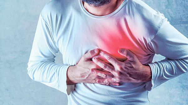 心房不正常顫抖,以致血液停滯,造成如心悸、胸痛等徵狀。(網上圖片)