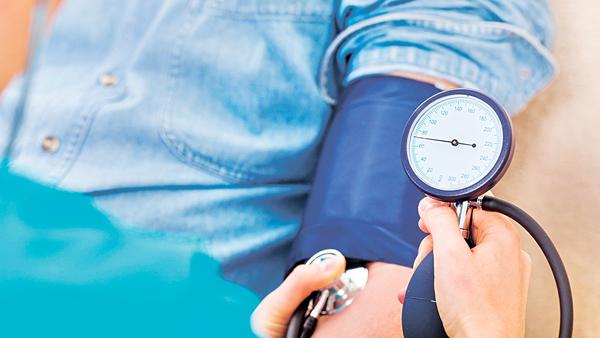 兩岸四地醫學界對於突然大幅增加高血壓患者人口,有所顧慮。(網上圖片)