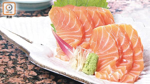 三文魚含有大量Omega-3,有助預防心血管疾病,但當然也要吃得適量。(資料圖片)