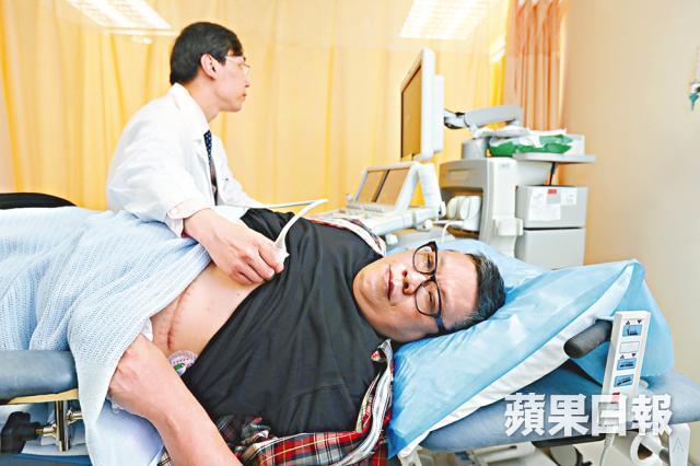 冼志文安裝了人工心臟,現時須定期到醫院觀察心臟功能。