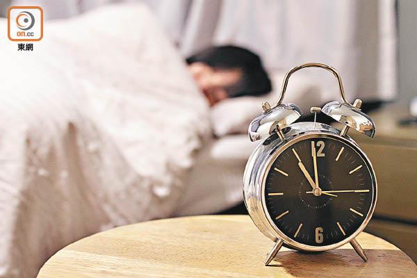 研究指每日睡眠六至八小時最健康。(資料圖片)
