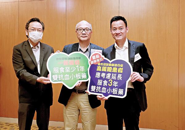 (左起) 急性冠狀動脈綜合症患者歐先生、關心您的心主席梅卓能先生、心臟科專科醫生陳良貴醫生。