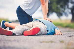 ▲ 心源性猝死的成因是甚麼?哪些是高危族群?常做運動能否降低病發機率?出事時應如何處理?由心臟科醫生逐一解答疑難。(Getty Images)