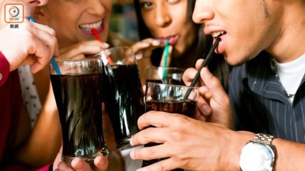 日飲含糖碳酸飲品會增加中風或心臟病危機。
