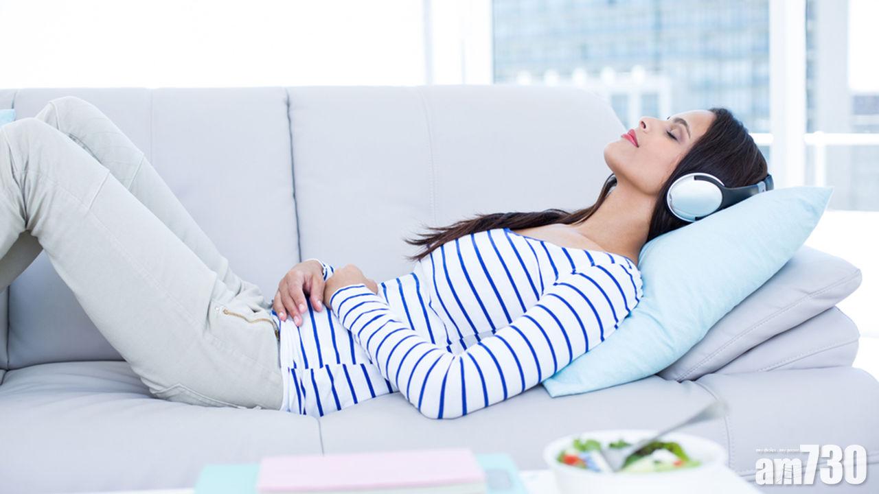 聽音樂不只讓人放鬆,有研究指每天聽半小時音樂,可減心臟負荷。(互聯網圖片)