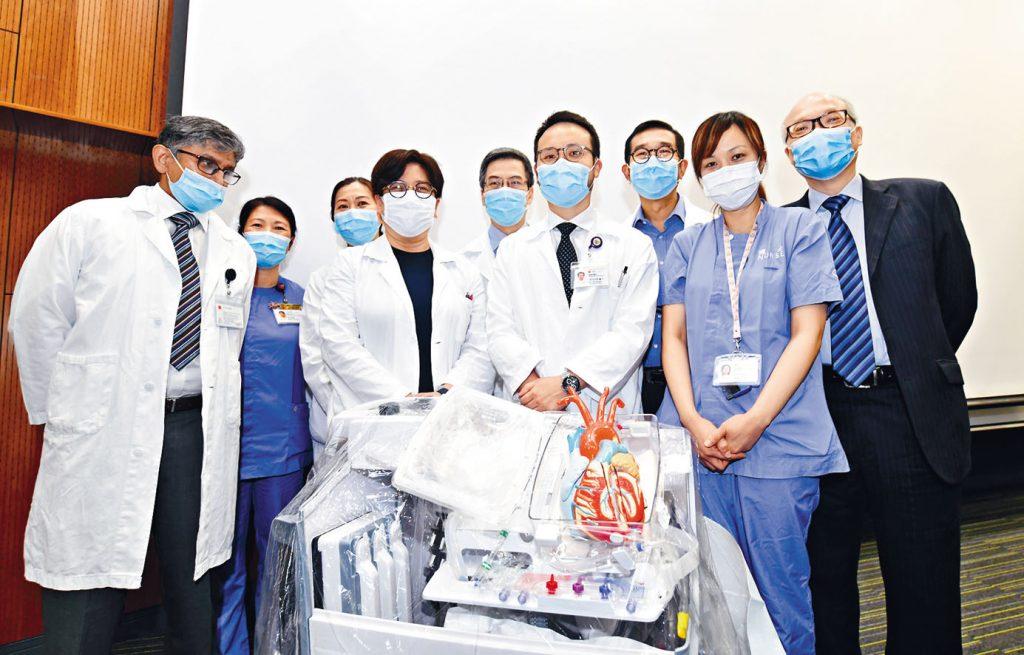 區永谷醫生(右三)料新方法每年可拯救多三至五名患者。